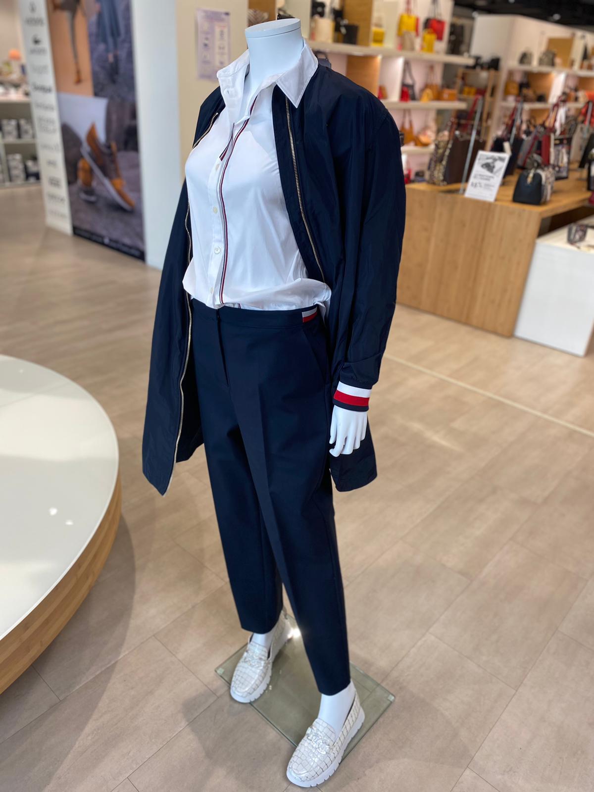 Tommy Hilfiger - Chemise blanche 109€ -Veste Marine 199€ - Chaussures Wonders 125€